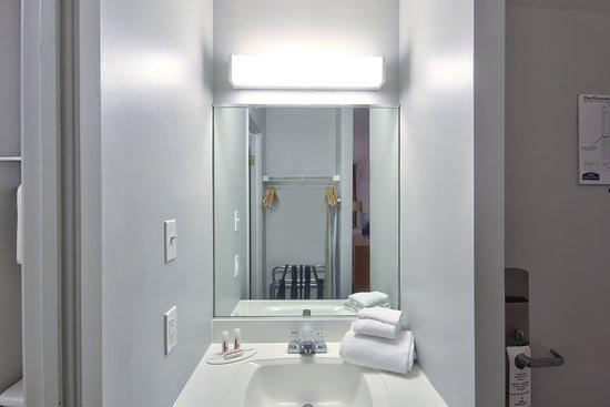 Howard Johnson Quebec City: Bathroom