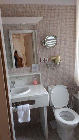 Hotel Restaurant Cheval Blanc: Salle de bain
