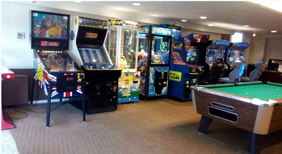 Flagship Hotel Oceanfront: Arcade on 2nd floor
