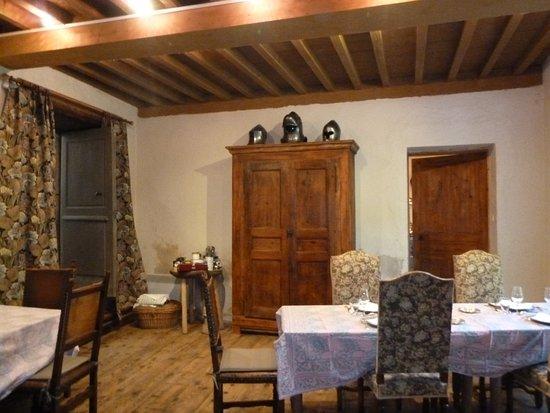 Chateau des Marcilly Talaru: Salle à manger pour un dîner médiéval