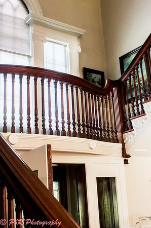 Kane Manor Country Inn: staircase