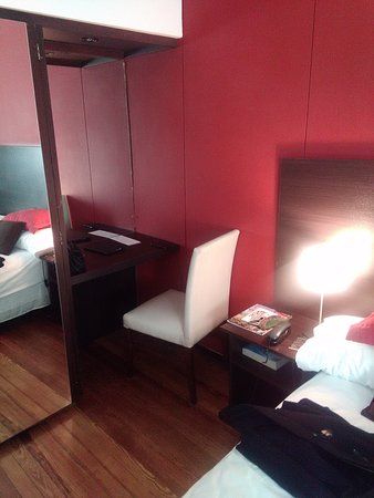 Majestic Hotel Rosario: Una pequeña mesita pàra trabajar es muy conveniente. Buen WIFI y varios tomacorrientes.