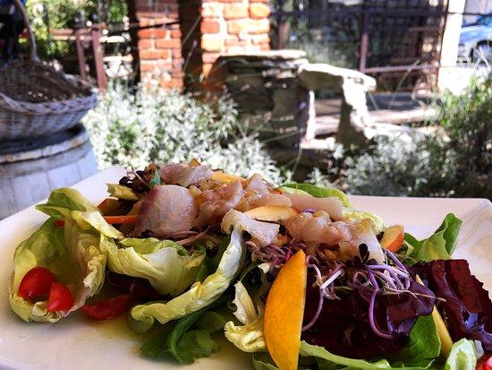 Piazza Ristorante Pizzeria: Lettuce with raw sea bass, lemon peel and aromatic nectarines