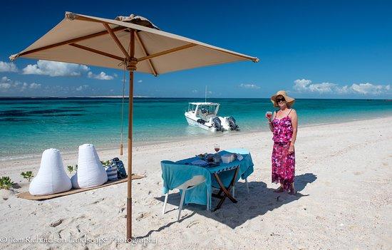Benguerra Island, โมซัมบิก: Dining on the beach at Paradise Island