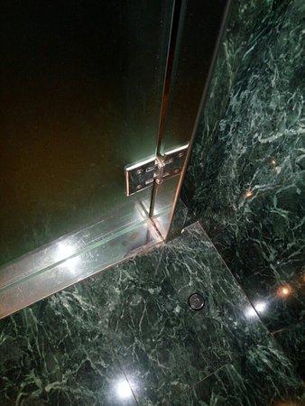 Hotel H2 Elche: Moho y roña