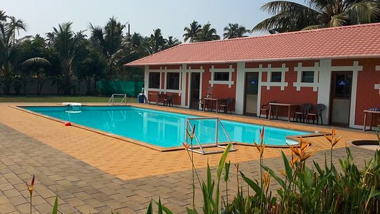 Cherai Beach, Indien: Pool by the resort side