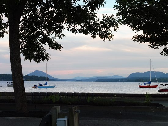Hotel & Spa Etoile-sur-le-Lac: Lake at sunset from outdoor restaurant