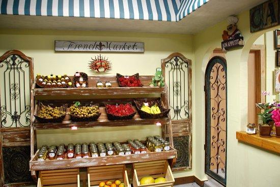 Pahoa, HI: Organically grown fruit & veggies.