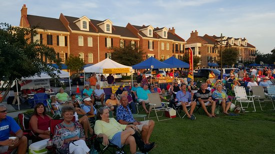 Sunset Beach Concerts: Free Concert enjoyed by visitors and locals in Sunset Beach NC