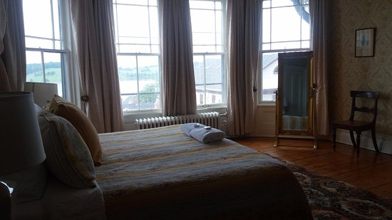Boscawen Inn: Lovely room 203
