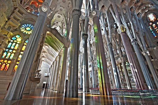 Sagrada fam lia interior picture of basilica of the for La sagrada familia inside