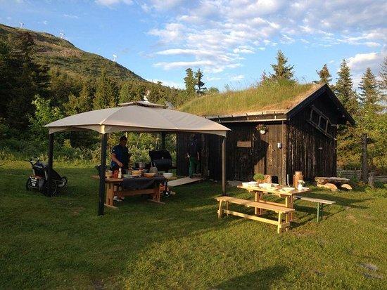 Skeikampen, Noorwegen: Grilling på sommerkvelder