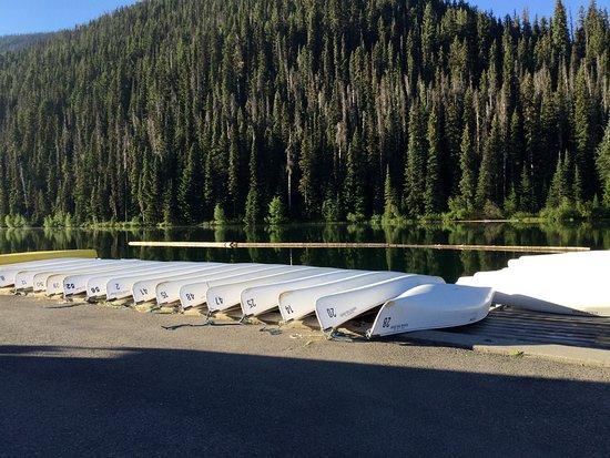 Manning Park, كندا: Lightning Lake, boat rentals day-use area.