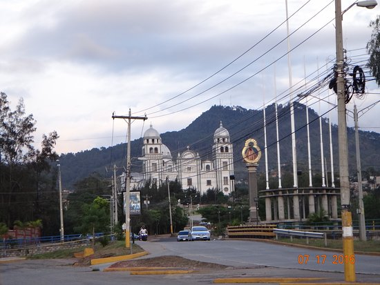 Iglesia de la Merced: Al final del boulevard Suyapa se encuentra una iglesia preciosa, digna de visitar...