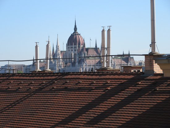 Budapest Best Apartments: Vue from the room (Vue sur le Parlement)