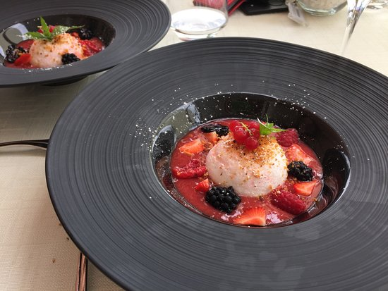 Clarens, Suiza: Floating island dessert, tried to make it twice, no go, this was superb.