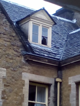Tremendous Broken Window Picture Of Wyck Hill House Hotel Spa Stow Download Free Architecture Designs Itiscsunscenecom