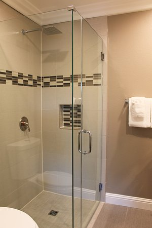 Inn at Highway 1: SHOWER