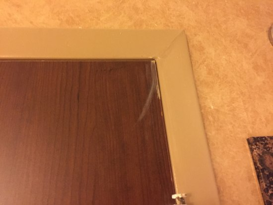 Comfort Suites Atlanta / Kennesaw : They didn't catch this smear of caulk swipe???