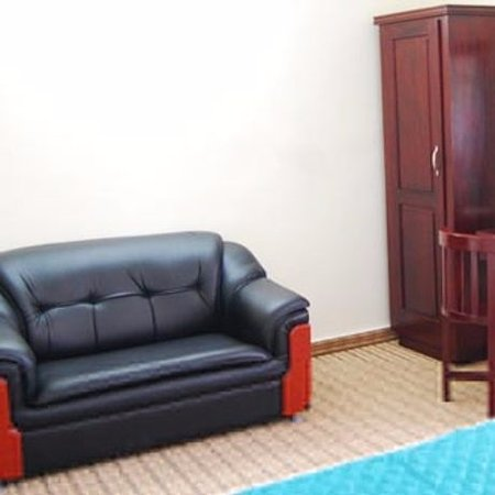 Hotel S.M. Regency: The couch I loved