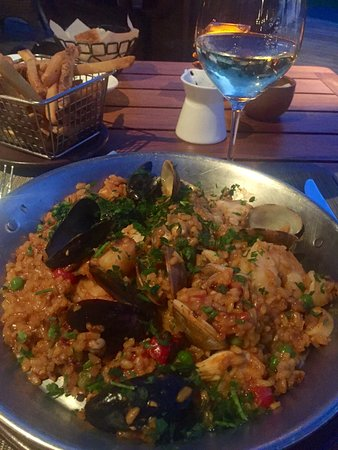 Beach Tree Bar & Grill: Paella for 1