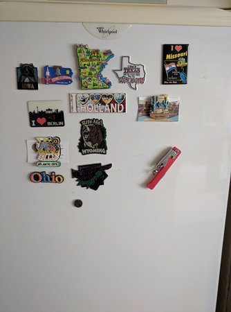 J & R Guest House: Bring a fridge magnet to represent your hometown!