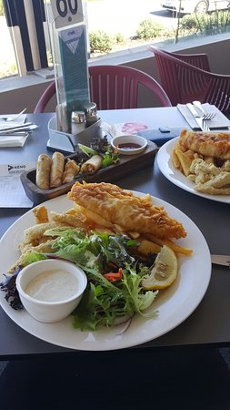 Coolum Beach, Australia: Pork Belly, duck spring rolls, Pork ribs and wings, Barra Mundial and Calamari
