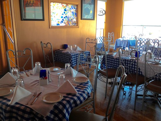 Plaka Greek Taverna: Gorgeous decor