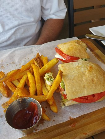 Cassariano Italian Eatery: Caprese Sandwich
