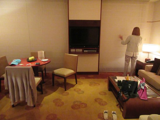 The Peninsula Tokyo: Living Room 1712 with shades closed