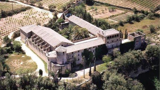 Santa Margarida i els Monjos, Hiszpania: вид на замок