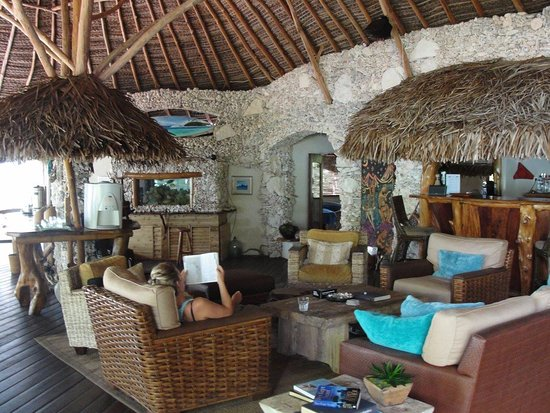 Tikehau Ninamu Resort: Ninamu lodge and bar