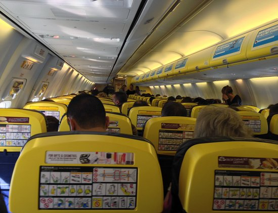 Vue l 39 int rieur de l 39 avion photo de ryanair monde for Interieur d avion