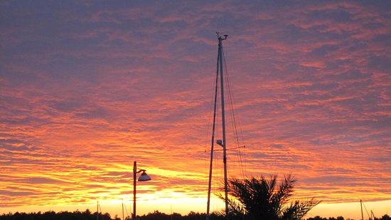 TUI Sensimar Medulin: Sunset at the harbour