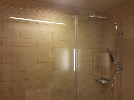 The Westin Galleria Dallas: Nice shower in hotel bathroom