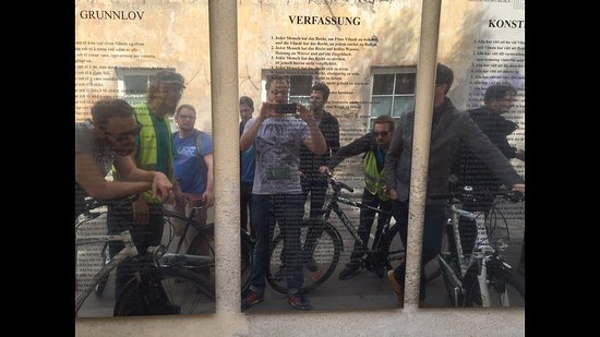 Velo City Vilnius Tours: Verfassung von Uzupis