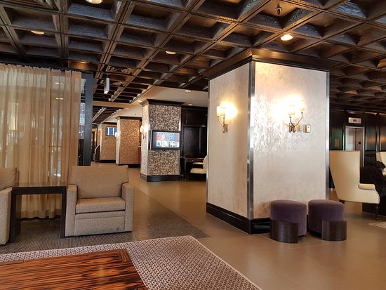 Inn of Chicago Magnificent Mile, an Ascend Collection hotel: lobby!!
