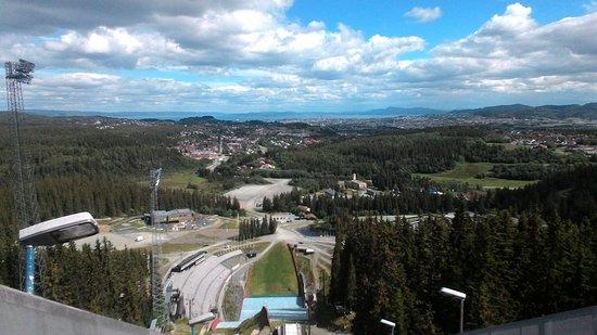 Trondheim Municipality, النرويج: Вид с вершины трамплина в Граносене впечатляет!