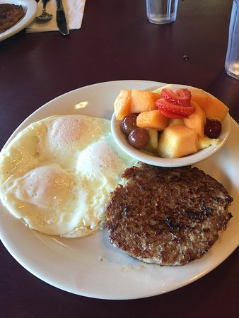 Hank's Creekside Cafe: Absolutely the best breakfast in California!!  We never miss this place!!