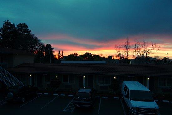 Knights Inn Berkeley CA: atardecer desde el hotel