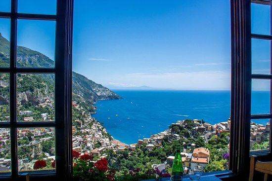 Joe Banana Limos : Lunch spot overlooking Positano.
