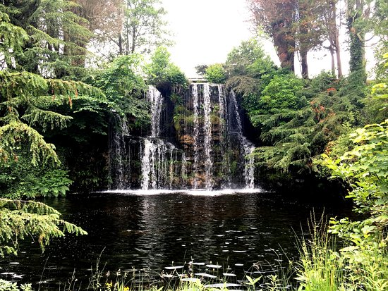 Japanese water garden waterfall picture of stobo for Stobo water gardens