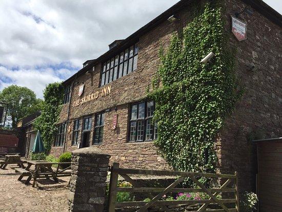 Llanvihangel Crucorney, UK : Skirrid Inn exterior