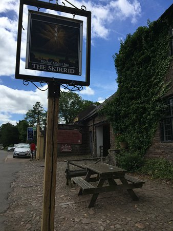 Llanvihangel Crucorney, UK: Oldest Inn in Wales