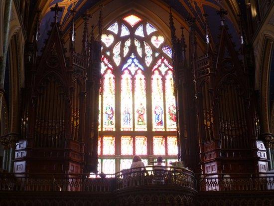 Ottawa, Canada: Un alumnos recibiendo clases de órgano