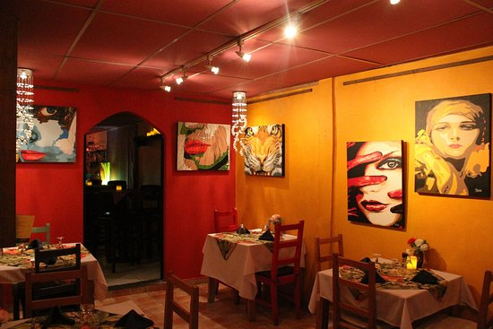 Boquete Art Cafe: Cozy Corner Under the Chandeliers