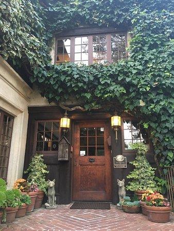 Old Monterey Inn: photo0.jpg
