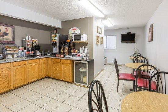 Osceola, IA: Breakfast Area