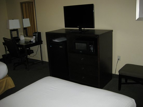 Holiday Inn Express Hotel U0026 Suites: Television With Microwave And Mini  Fridge, Along