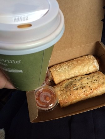 "Forest Glen, Australia: Tiny vegetarian rolls and ""large"" coffee"